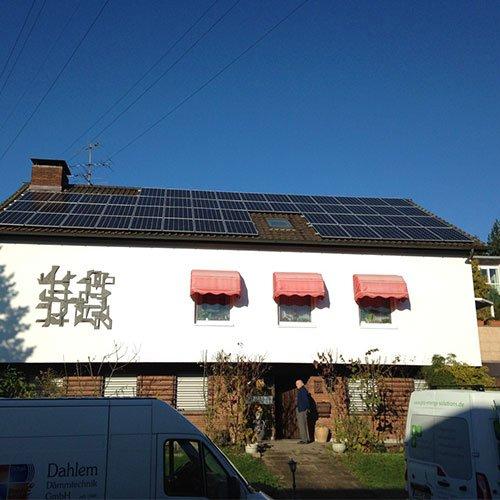 Photovoltaik-Anlage auf einem Wohnhaus in Saarbrücken