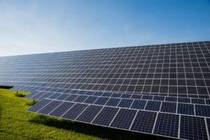 Kosten für Photovoltaik - Blick auf eine große Photovoltaik Anlage