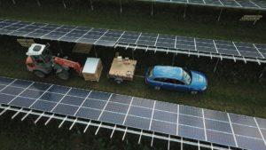 Hier ist eine Photovoltaik Montage zu sehen